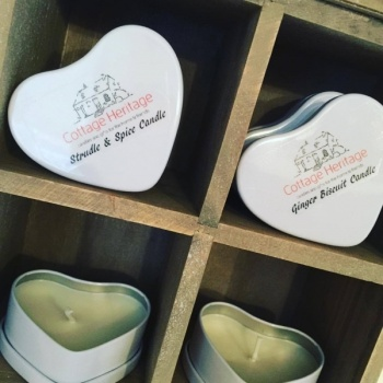 heart_candle_wax_white_tin_cottage_heritag_407415904